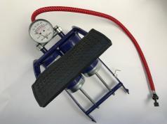 Fußpumpe Doppelzylinder mit Manometer Trabant